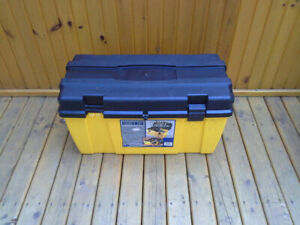 Heavy-duty plastic tool chest