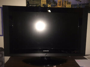 "Samsung 32"" Flatscreen TV (BROKEN - PLEASE READ)"