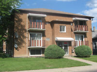LARGE STUDIO UNIT - 340 CAMPBELL AVE - CLOSE TO U OF W