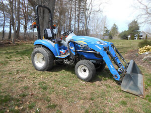 New Holland Tractor - Boomer 20