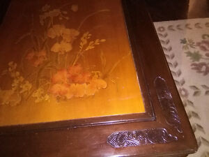 End Tables: Beautiful etched flower design London Ontario image 4