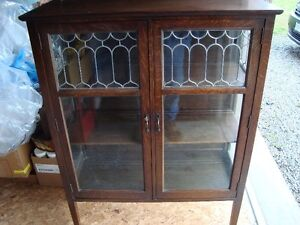 EARLY 1900'S ARTS AND CRAFTS OAK CHINA CABINET