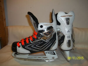 Boys/Junior Skates Size 1 (CCM Vector 7.0)