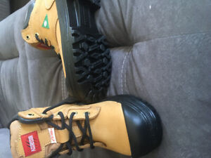 Ladies steel toed work boots size 7