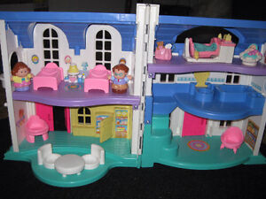 Maison Little People - Fisher price West Island Greater Montréal image 1