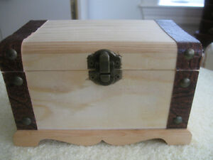 MINIATURE SOLID WOOD HINGED TRINKET TRUNK