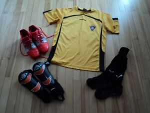 ** MEN'S ADIDAS SIZE 8 SOCCER SHOES & PLUS MORE **