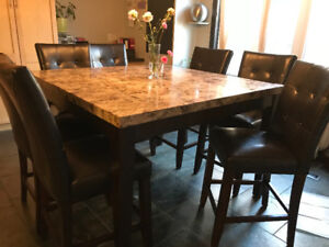 UNBELIEVABLE PRICE SQUARE 9pc KICHEN TABLE AND CHAIRS