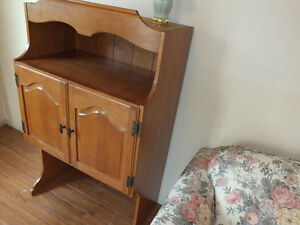 SOLID WOODEN HUTCH TOP,..(SIXTIES,..QUALITY WOOD & DETAIL.) Kitchener / Waterloo Kitchener Area image 4