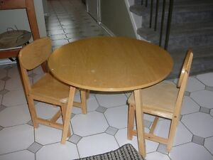 round wood kids craft table with 2 wood chairs