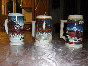 Un lot de tasses Budweiser de collection