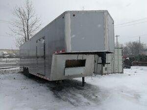 Tri Axle trailer 40 feet covered