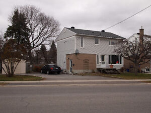 3 BEDRM HOUSE FOR RENT TOP/MAIN LEVEL