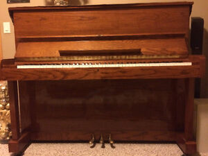 Samick SU-121 Professional Upright Piano