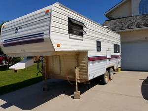 1990 Terry resort 5th wheel. Need to sell quick