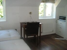 Twin/Double Bedroom with en-suite Showerroom Uxbridge