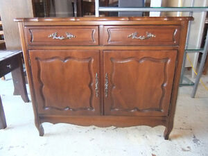 apartment size sideboard buffet in exc cond