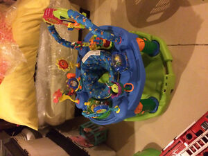Baby play saucer with interactive toys