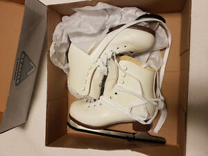 New in box 13J glacier figure skates