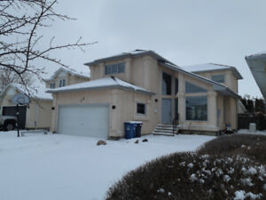 Whyte Ridge 2000sq ft 4 bedroom in great location.
