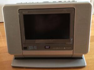 """Combo téléviseur portatif ACL 7"""" et lecteur DVD Sanyo Porta-Vue"""