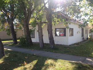 3 bedroom home in Claresholm for sale revenue generating