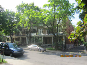 Beautiful 9 1/2 with 5 bedrooms & 2 bathrooms in Outremont