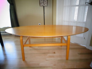 Table basse en bois blond IKEA