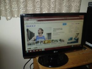 "LG 19"" FLATRON LCD WIDESCREEN MONITOR In Excellent Condition"