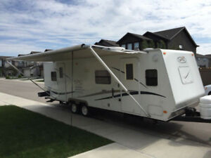 27' Trail Bay Holiday Trailer - LIKE NEW CONITION