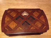 Table basse en bois et verres