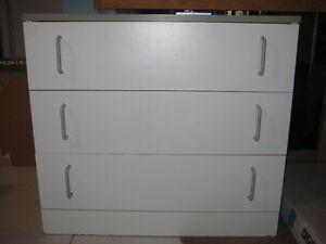 *** PRIX RÉDUIT $25 ***   Bureau - meuble 3 tiroirs