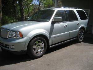 2005 Lincoln Navigator Ultimate SUV, Crossover