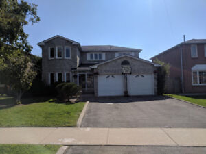 4 Bedroom house for rent 2600 sqft. Trafalgar & QEW