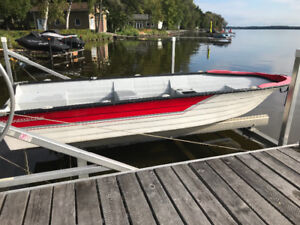 Canot Grand Mere 14 foot fishing boat