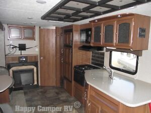 30' Prestigious Travel Trailer with Bedroom Slide-out Moose Jaw Regina Area image 5