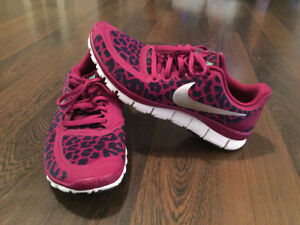 Women's Nike runners for sale! Perfect condition