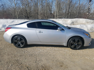 2010 Nissan Altima coupe S low kms