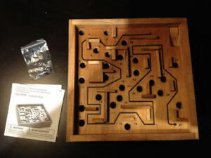 Wooden 3D maze - perfect condition