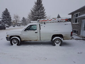 2002 cummins with 260kms with bedslide and contractor cap