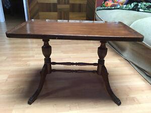 Table basse antique en bois