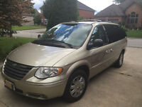 2005 Chrysler Town & Country Minivan, Van