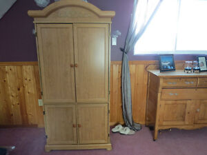 Armoire Kawartha Lakes Peterborough Area image 1