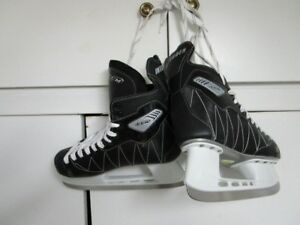 CCM MEN'S SKATES....MINT CONDITION!