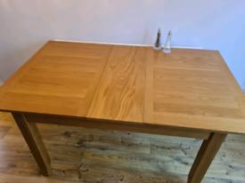 John Lewis Extendable Oak Dining Table - Seats up to 6 people