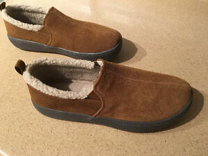 Mens size 7 leather slippers