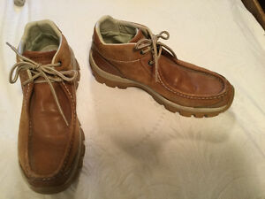 Classic tan leather Perry Ellis America boots