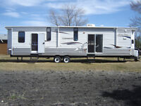 2012 FOREST RIVER CHEROKEE 39KB TRAVEL TRAILER