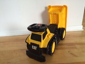 Ride on CAT truck. Great condition. Gatineau Ottawa / Gatineau Area image 2