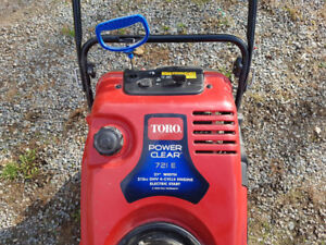 TORO snow thrower - like new!